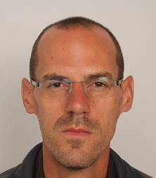 Thomas M.  vor der Behandlung