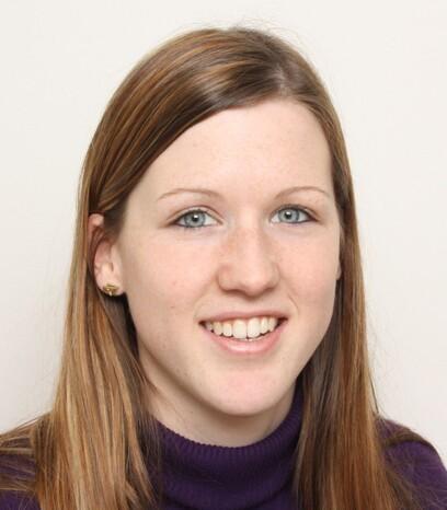 Eine junge Patientin von Moser Medical nach ihrer Haartransplantation aufgrund eines Haarfärbe-Unfalls