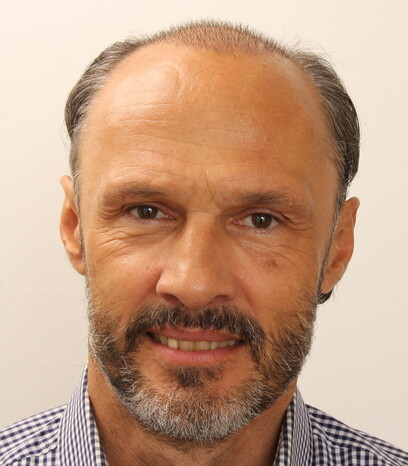 Ein zufriedener Patient von Moser Medical zwei Wochen nach der Haartransplantation