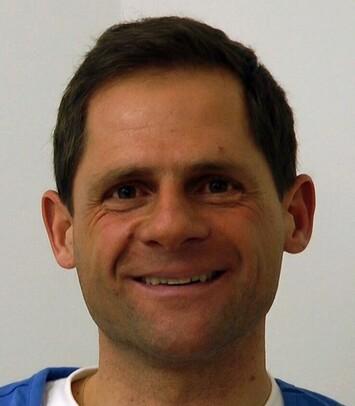 Ein zufriedener Patient von Moser Medical ein Jahr nach seiner Haartransplantation
