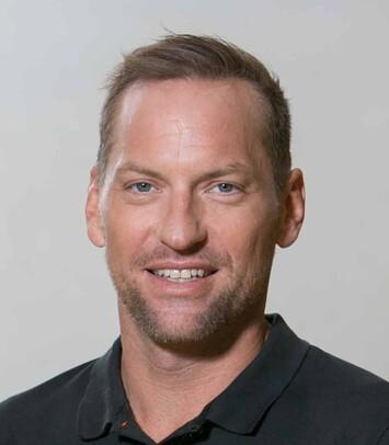 Der zufriedene Patient Alexander Horst nach der Haartransplantation mit Eigenhaar von Moser Medical